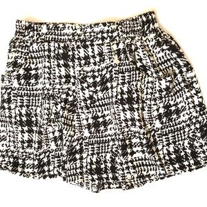 Everly silk shorts with pockets. Black & white. S.